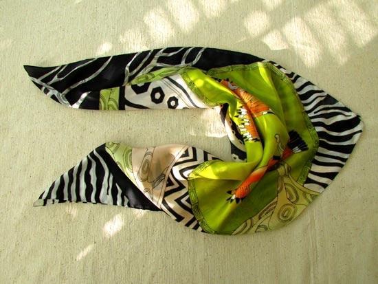 Black_white_scarf